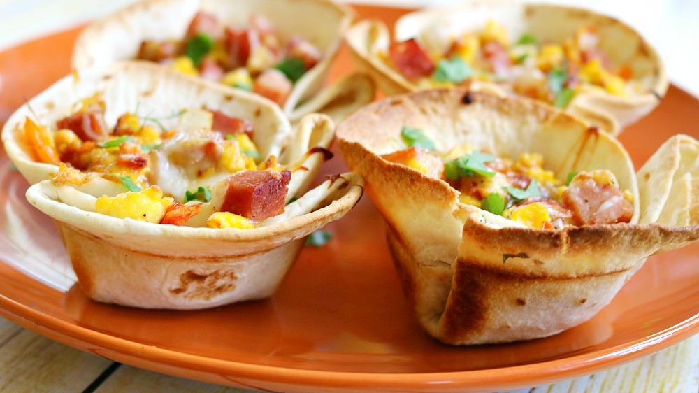 breakfast bowls horizontal close